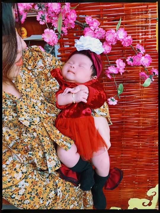 💭  Có ai ra tháng được chị Mami dắt đi chợ Xuân như mình hông nè, mình toàn ngủ thôi  Xá... - Photos byMami Nhã Anh