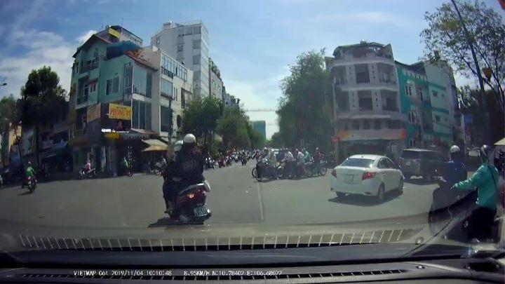 🎬📝  -Sư viê c 10h sáng ngày 4 11diê n ra tại đươ ng Hoàng Sa và Rạch Bùng Binh HCM có 1 nhóm 5 xe... - Photos byDương Huy