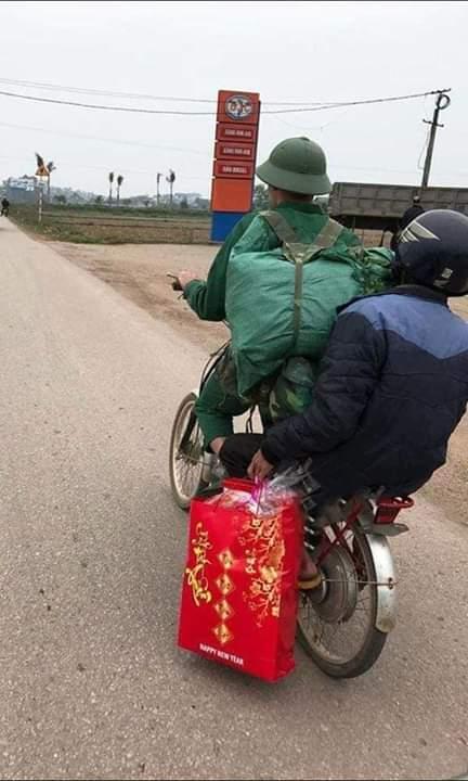 📣  Xuất ngũ rồi con lại về với cha, mẹ và gia đình yêu thương Cuộc sống còn thiếu thốn nhưng đong... - Photos byNguyễn Nam