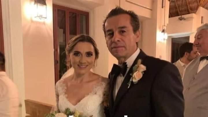 📜  Góc ông bố sửa ống nước cho con dâu là có thật  Cựu thị trưởng Mexico cưới con dâu... - Photos byBoo Anh