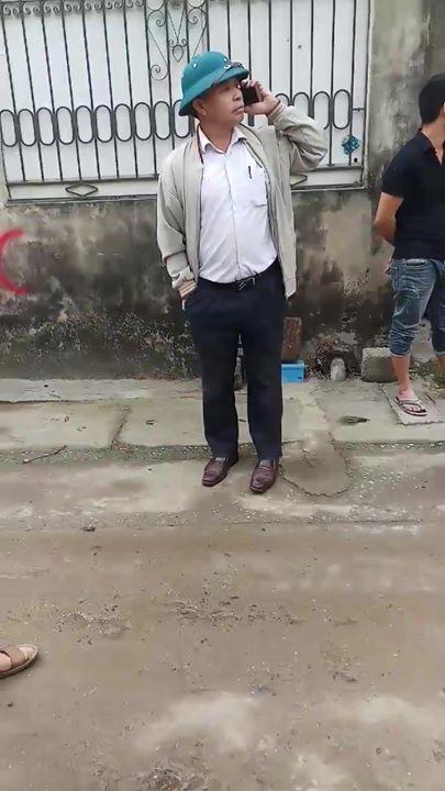 🎬📝  Xe tô 4 chân chở sỏi chạy vào đường làng ngõ xóm. Phá hết đường xóm của dân và nhà của... - Photos byNguyễn Văn Hải