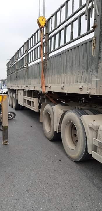 📝  Vừa xẩy ra tại ngã Ba đường ql5 cạnh Bigc Long Biên, Lệ Mật .hướng đi HP xe tải với xe... - Photos byChiến Lê Chiến