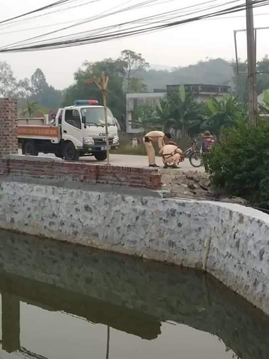 💬  Hành động đẹp của các chiến sỹ CSGT ở Yên Mô khi đang trên đường đi làm, thấy cháu bé hỏng... - Photos byAnh Stela