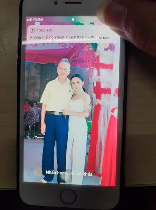 💥  Mình nhặt dc đt này ko thấy chủ nhân gọi đt gì là mất đt Đt thì khóa ko mình... - Photos byNguyễn Hảo