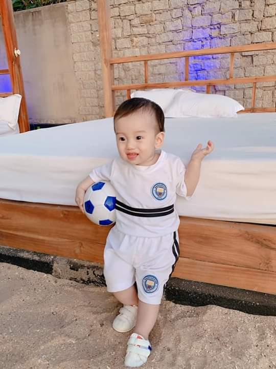 🔴  Hôm nay con đá cho Manchester City ạ...Các dì cổ vũ đội bóng của con nhé ... - Photos byTho Huynh