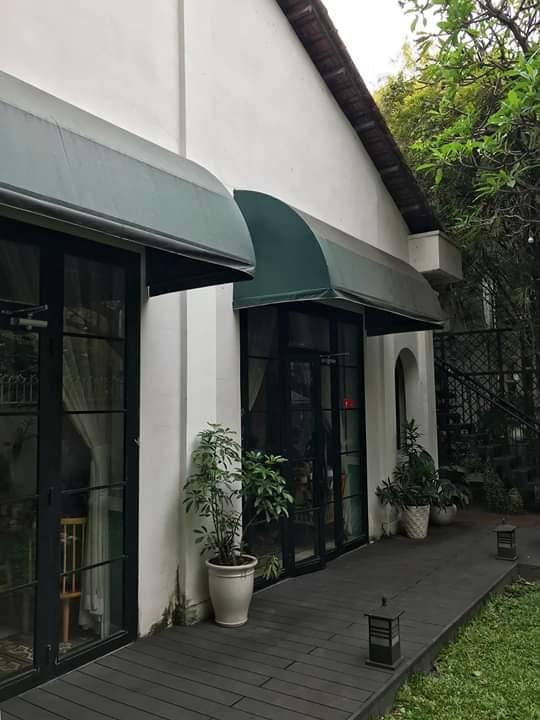 🗯️   Camellia nằm ngay trong con hẻm nhỏ giữa lòng Sài Gòn, Camellia yên bình lắm thích hợp nhăm nhi tách... - Photos byPhúc Trần