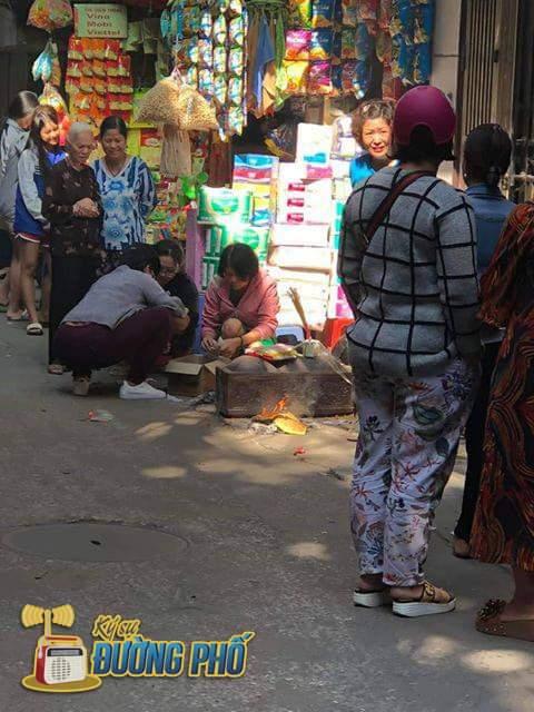⭐  Trong ngõ Văn Chương 2 quận Đống Đa - Hà Nội phát hiện một th.ai nhii khoảng 4kg mới siinh ở... - Photos byKý Sự - Đường Phố