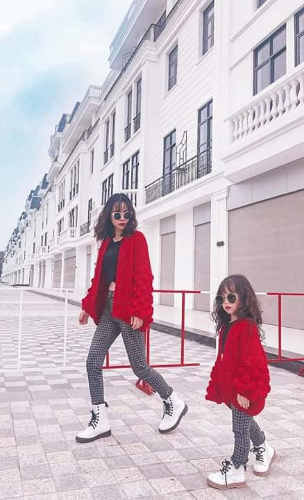 🔥  Thanh xuân là có 1 cô con gái luôn theo chân mẹ đi khắp nơi .... - Photos byHằng Yotsuba