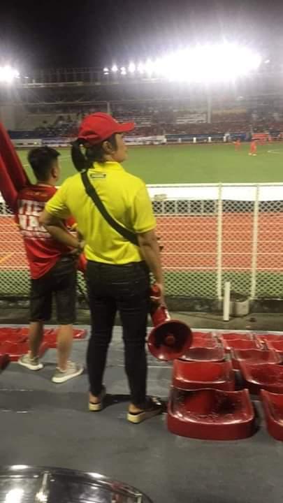 💬   Chị gái hot nhất hôm nay  Thần chú của chị ăn đứt mấy anh Singapore . Bay lên trời... - Photos byNguyễn Thị Kiều Trang