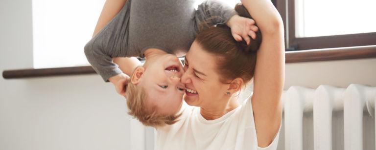Hyväkysymys.fi tarjoaa tietoa ja tukea vanhemmuuteen.