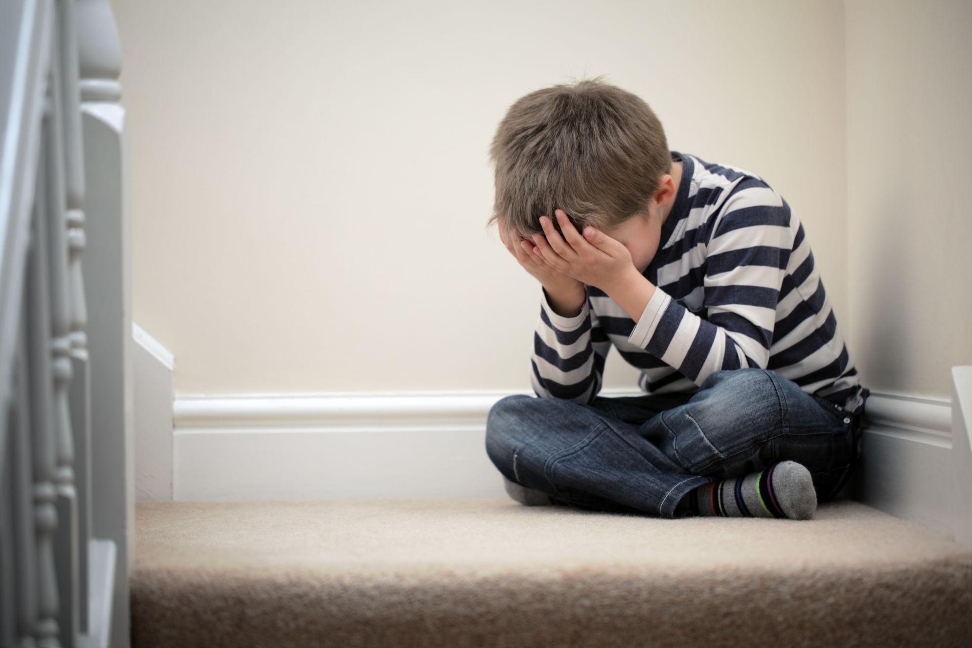 Neuvoja vanhemmille, kun lapsi riehuu ja uhmaa | Hyväkysymys.fi