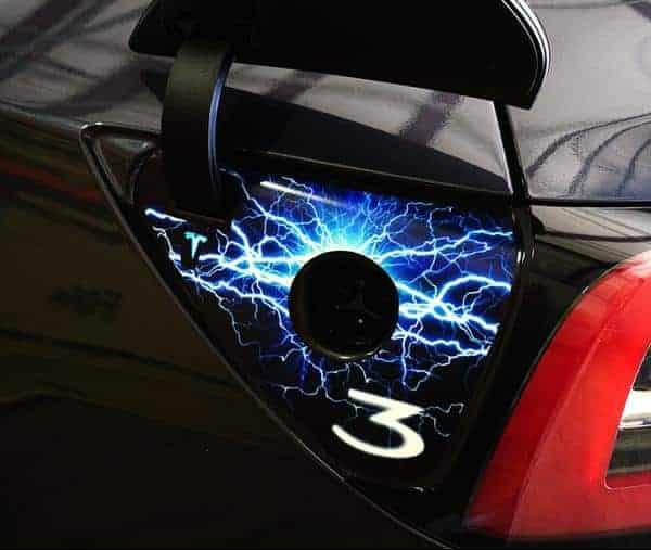 teslamodel3の充電ポートがおしゃれになるシール