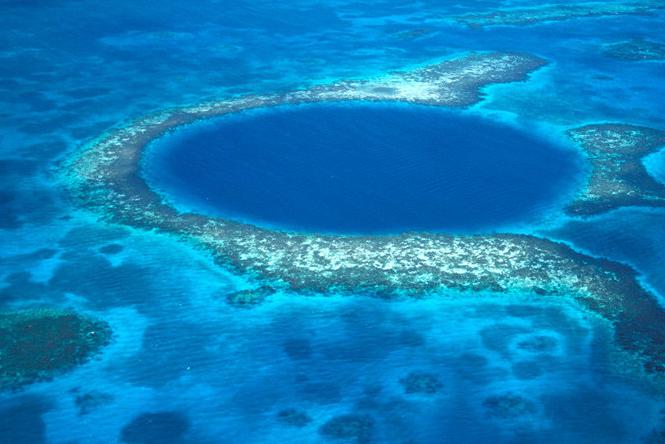 Submarinos descubren qué esconde el 'Gran Agujero Azul'
