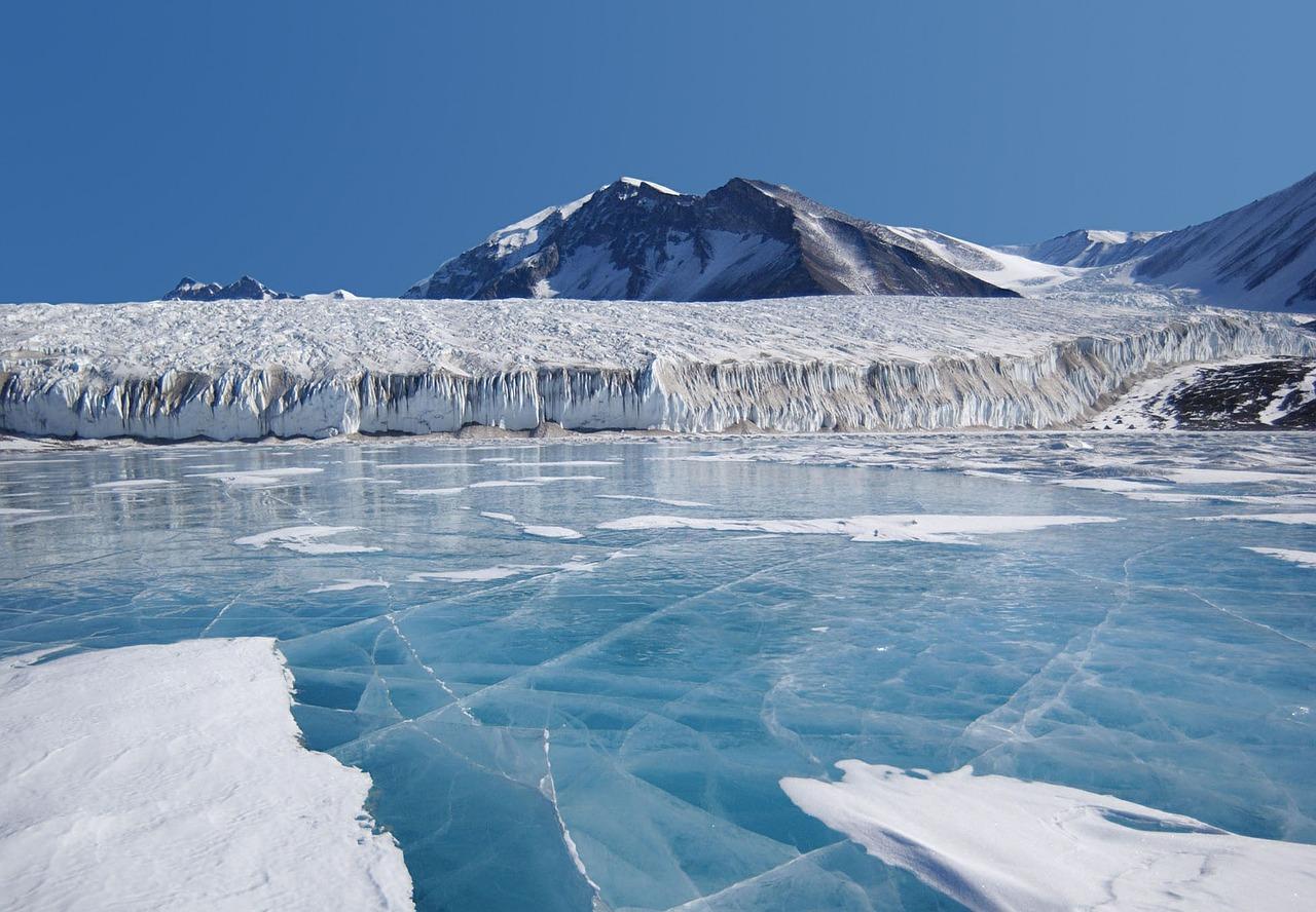 Advierten científicos de la NASA sobre desprendimiento de iceberg en la Antártida