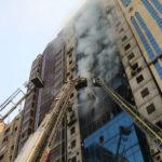 Al menos 17 muertos por incendio en torre de oficinas en Bangladés (VIDEO)
