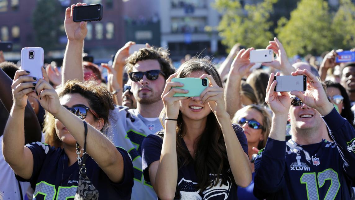 Adicción a teléfonos móviles genera riesgo en vínculos sociales