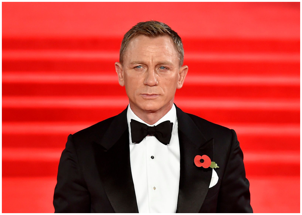 Photo James Bond Sports Classic Black Tux In First Official