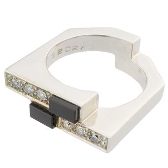 Anillo de Oro Blanco, Ónix y Diamantes