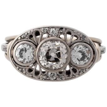 Sortija Art Decó de Platino y Diamantes