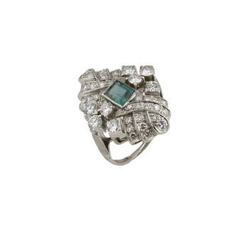 Anillo Vintage de Platino, Diamantes y Piedra de Color
