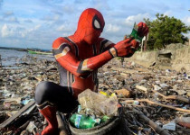 Aksi Spiderman Bersihkan Sampah di Parepare Disorot Media Asing