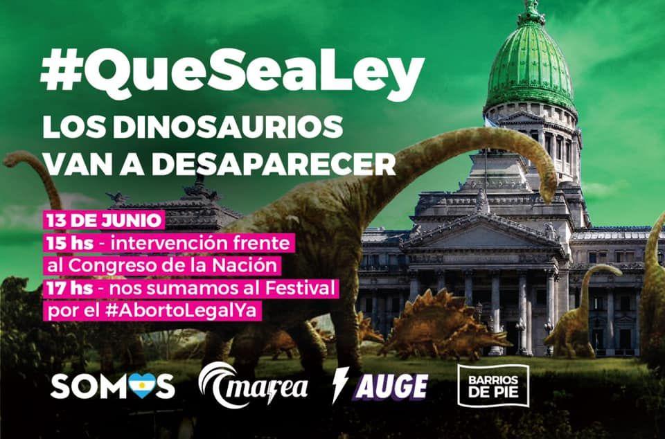 Muchos dinosaurios en frente del congreso nacional
