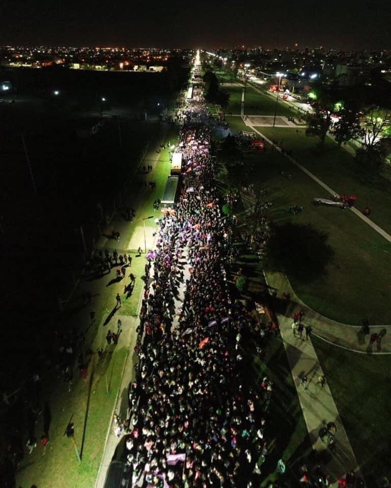 Marcha multitudinaria en el encuentro nacional de mujeres