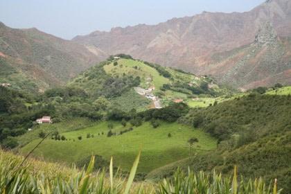 Hiking on St. Helena#}