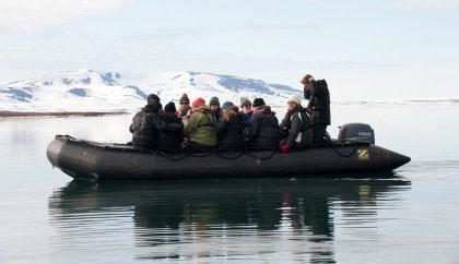 Whale spotting around Spitsbergen#}