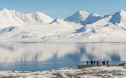 Norte de Spitsbergen, primavera ártica – caminatas y velas