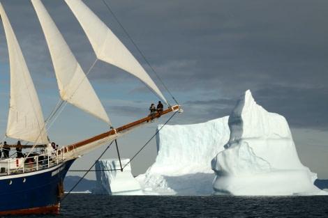 Rembrandt van Rijn under sail, Greenland
