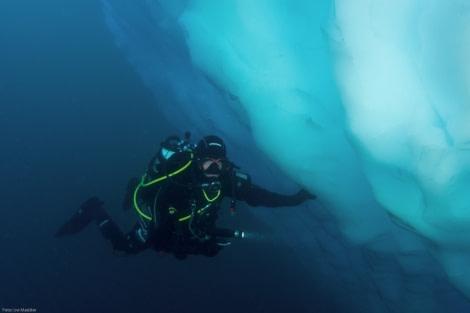 Iceberg dive