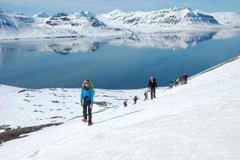Snowshoeing, hiking, Spitsbergen, Arctic Spring, May-June © Oceanwide Expeditions, Philipp Schaudy_RVR18_2017_52.jpg