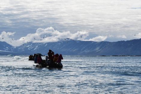 Hornsund, zodiac cruise © Geert Kroes - Oceanwide Expeditions.jpg