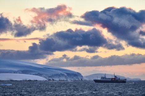 Antarctica, Ortelius, Danco © Mike Louagie-Oceanwide Expeditions.jpg