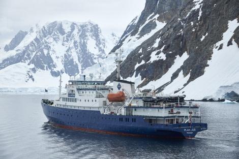 Antarctica, Plancius © Mike Louagie-Oceanwide Expeditions.jpg