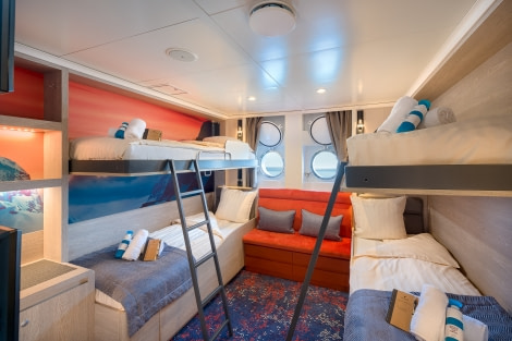 Hondius, Quadruple Porthole cabin 01.jpg