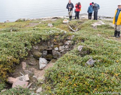 ©KM2019 NE Greenland Scoresby Sund Immikeertikajik (Stern Island) semisubterreanean Thule house with entrance passage.jpg