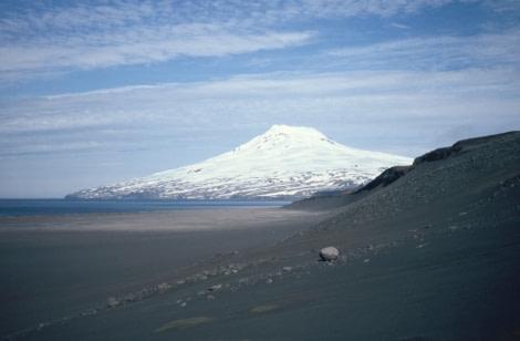 Mt Beerenberg, Jan Mayen © Dr Lothar Kurtze - Oceanwide Expeditions.jpg