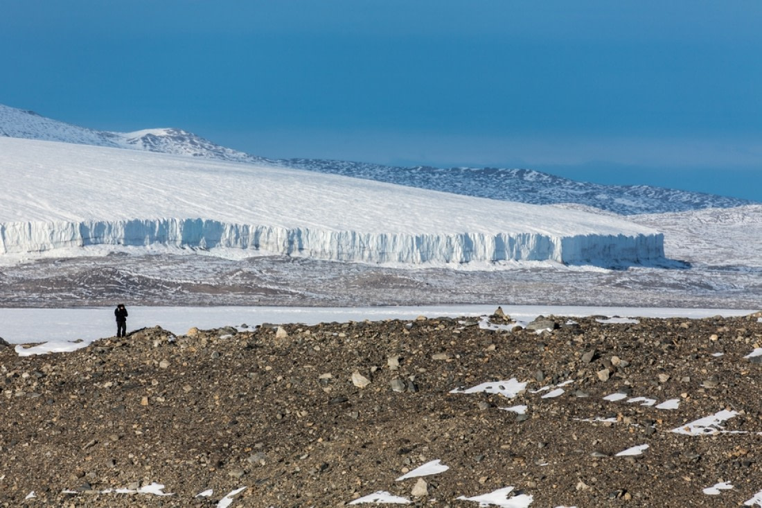 Commonwealth glacier in the Dry Valleys