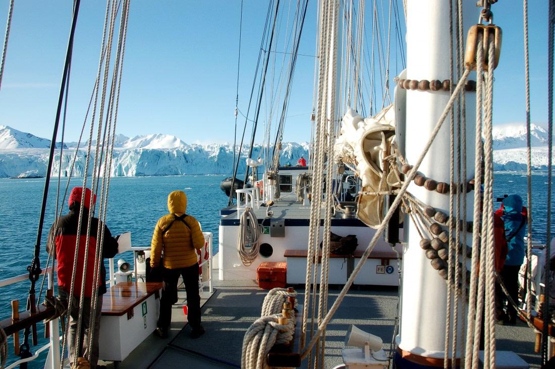Passengers sailing in Spitsbergen on Rembrandt van Rijn
