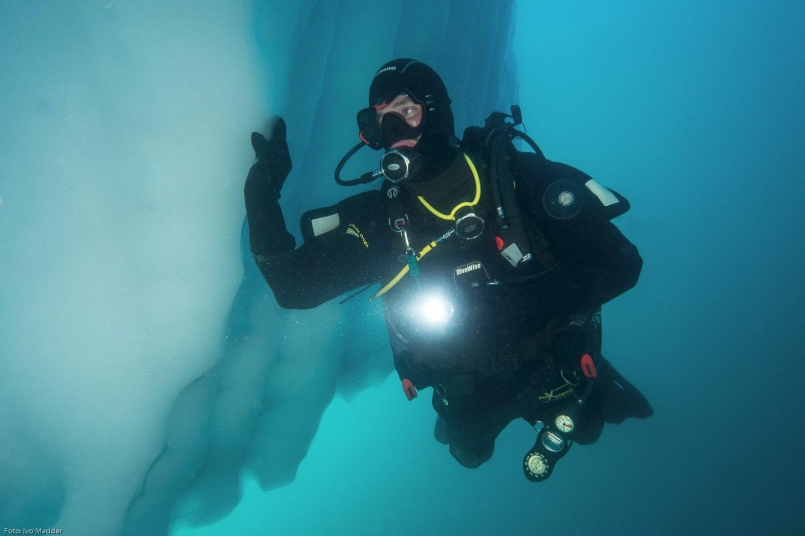 Iceberg dive © Ivo Madder - Oceanwide Expeditions.jpg