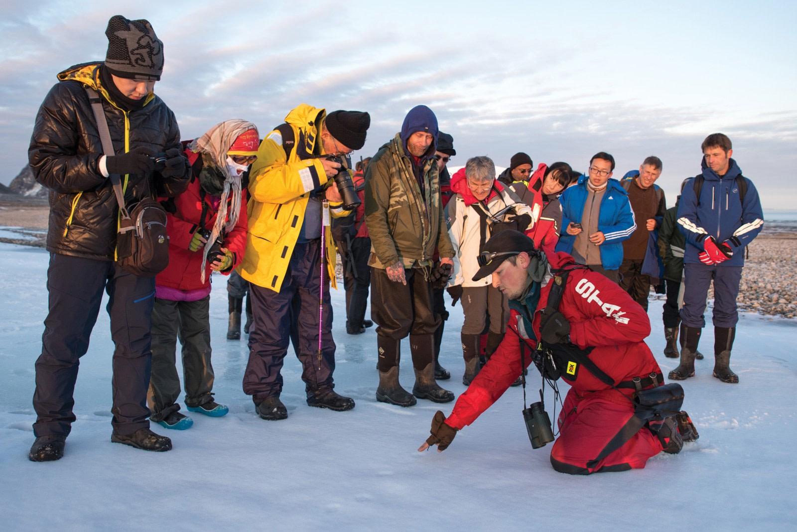 Hondius in-field workshops and experiences 04 © Oceanwide Expeditions.jpg