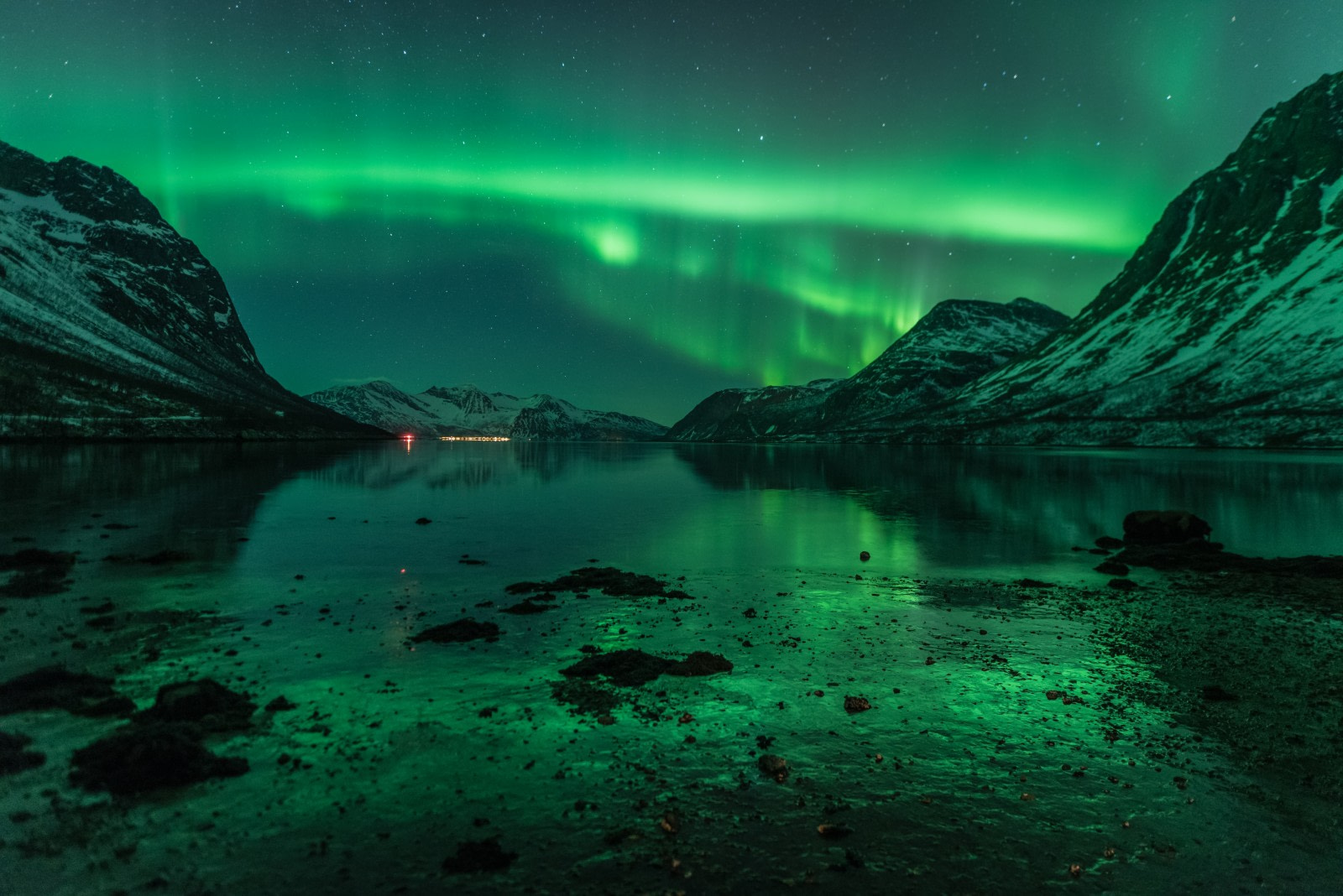 North Norway, Aurora Borealis reflecting on water and ice © Johan Vesters - Oceanwide Expeditions.jpg