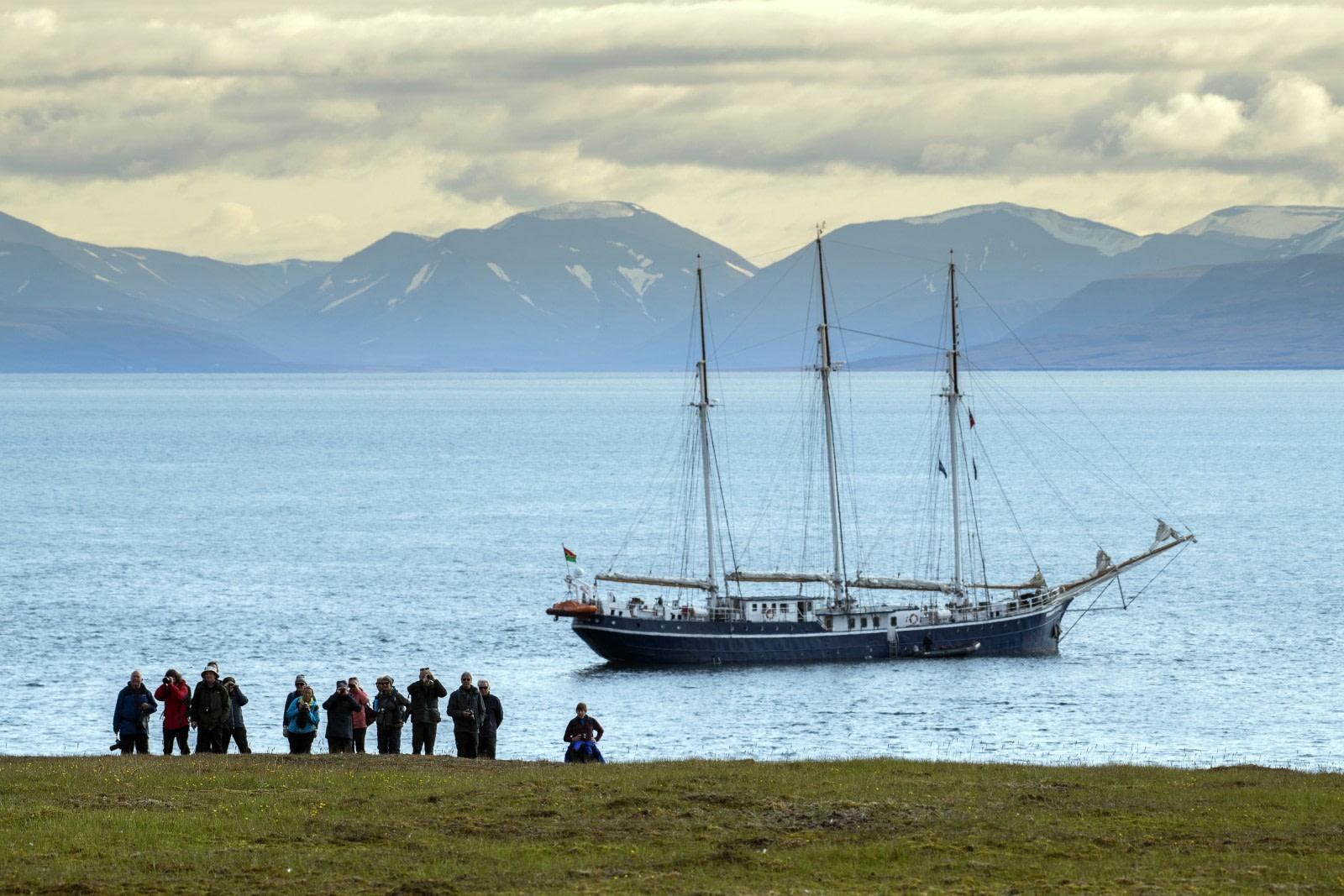 August; Rembrandt van Rijn; sailing ship; landscape; Tall Ship; Arctic; excursion; people in action; landing;.jpg