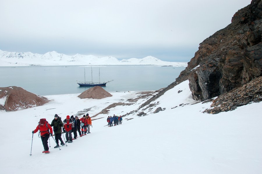 Snowshoeing, hiking, Spitsbergen, Arctic Spring, May-June © Oceanwide Expeditions, Philipp Schaudy_RVR18_2017_34.jpg