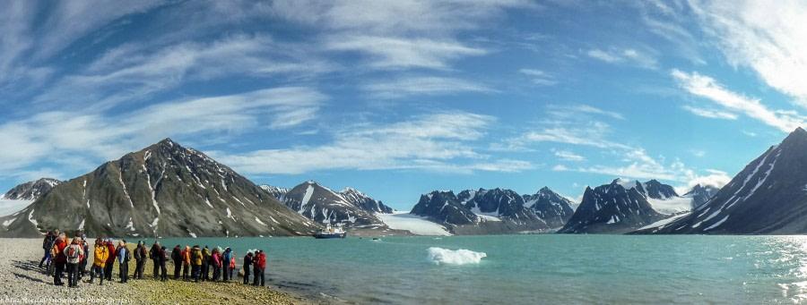 Magdalenefjord und im Smeerenburgfjord: Eisbären bei Danskøya, Walrosse bei Smeerenburg