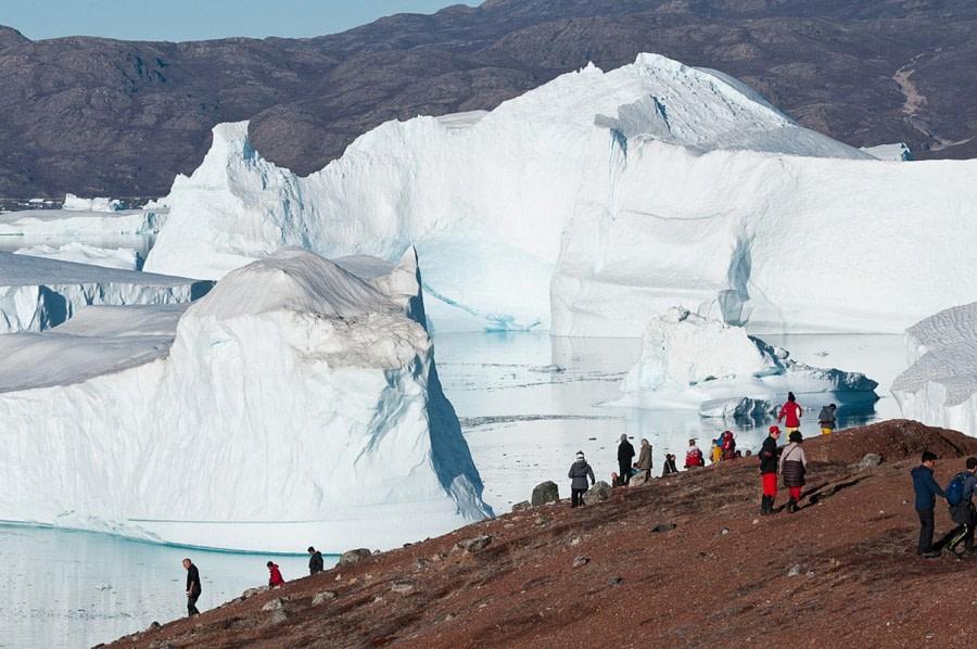 RødeØ_Icebergs_GerardBodineau-Oceanwide Expeditions.jpg