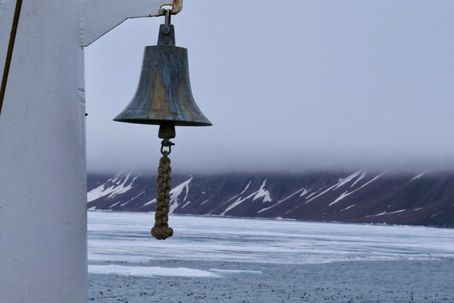 Ship cruise Lomfjorden & Zodiac Cruise Alkefjellet