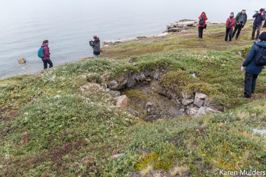 ©KM2019 NE Greenland Scoresby Sund Immikeertikajik (Stern Island) semisubterreanean Thule house with landing beach.jpg
